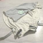 dziecko-kocyk 08- dzianinowy szary, kremowy w gwiazdki, mietowa lamowka, sciagany do wozka, z kwiatkiem -14