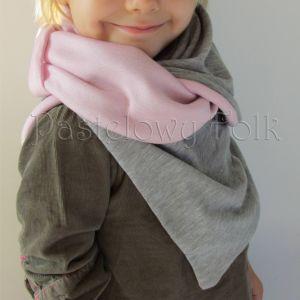 dziecko-komin dla dziewczynki 07-retro pastelowy szary różowy dzianinowy wiosenny jesienny zimowy chustka narzutka czapka opaska komplet-01