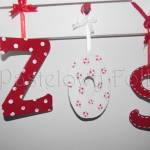 dziecko-literki 02-białe czerwone zawieszki tasiemki kropeczki kwiatuszki ręcznie malowane -01