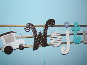 dziecko-literki 03-białe brązowe niebieskie turkusowe chłopiec kropeczki paski ręcznie malowane -01