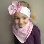dziecko-opaska 120- biala z jasnorozowym kwiatkiem w biale kropeczki i bialym guzikiem, rozowa kropki komplet chustka-04