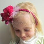 dziecko-opaska 77C- warkocz retro, rozowa, ciemnorozowa, karmin, z duzym kwiatem, koronka, tiul, perelka-02