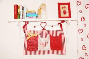 dziecko-organizer 01- pomocnik szyty czerwono-biały dziecięcy pokój kuchnia groszki kropki paseczki łączka łóżeczko 50x30cm-08