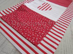 dziecko-organizer 01- pomocnik szyty czerwono-biały dziecięcy pokój kuchnia groszki kropki paseczki łączka 50x30cm-02