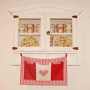 dziecko-organizer 01- pomocnik szyty czerwono-biały dziecięcy pokój kuchnia groszki kropki paseczki łączka 50x30cm-06