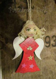 SWIETA choinka-aniołek 01_3d czerwony drewniany_01