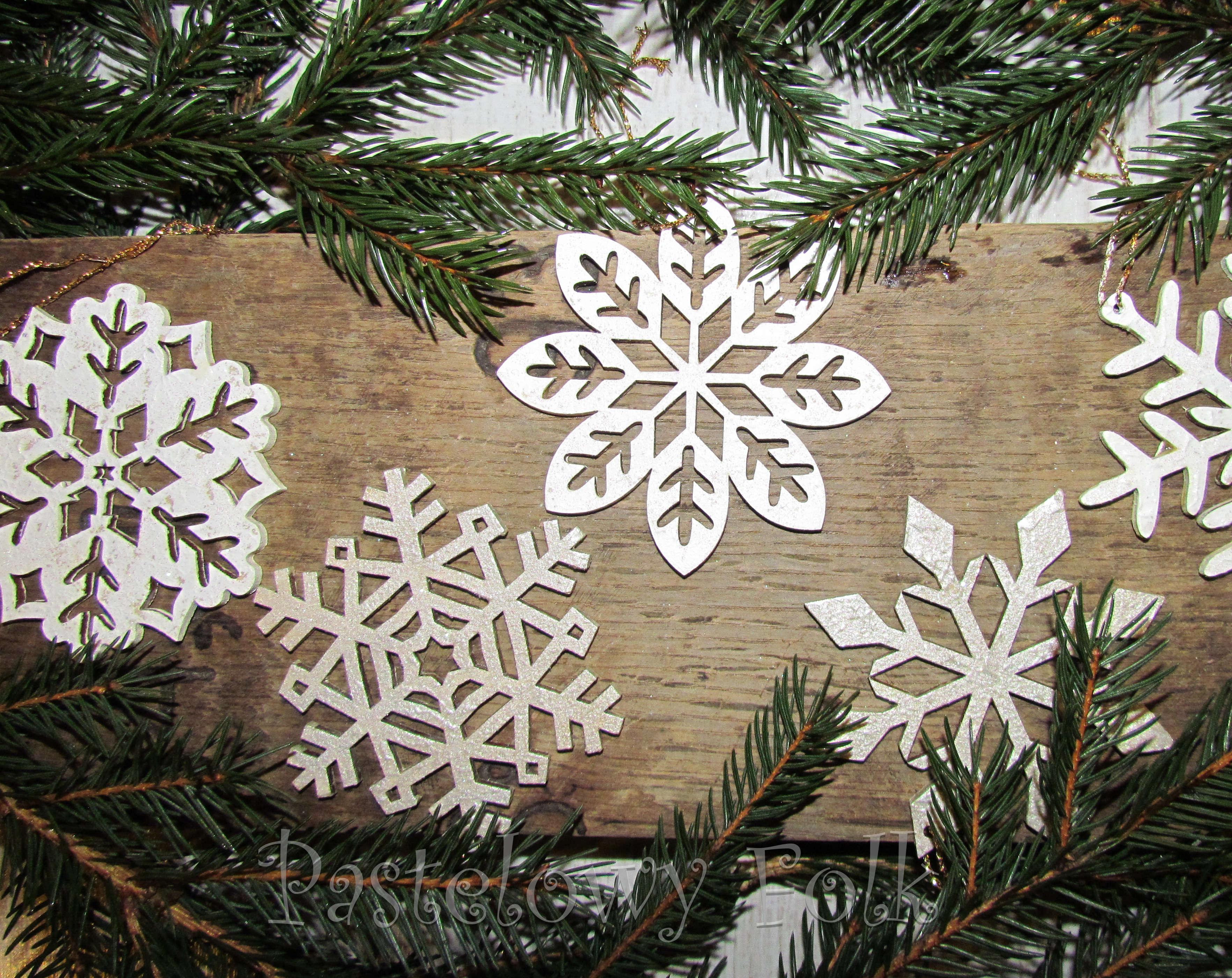 9805faa5fc5004 ... SWIETA choinka-zawieszka 05_ drewniana śnieżka bombka gwiazda brokat  zimowa świąteczna biała perłowa _04