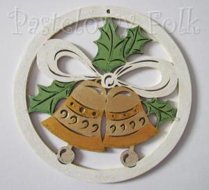SWIETA choinka-zawieszka 16_ drewniane duze dzwoneczki 02 w kolku brokat zimowa świąteczna biała srebrna złota_01