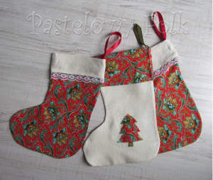 SWIETA-skarpeta 01-swiateczne skarpety na prezenty, woreczki czerwone białe zielone choinka aplikacja do zawieszenia-01 2