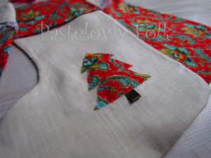 SWIETA-skarpeta 01-swiateczne skarpety na prezenty, woreczki czerwone białe zielone choinka aplikacja do zawieszenia-02 2