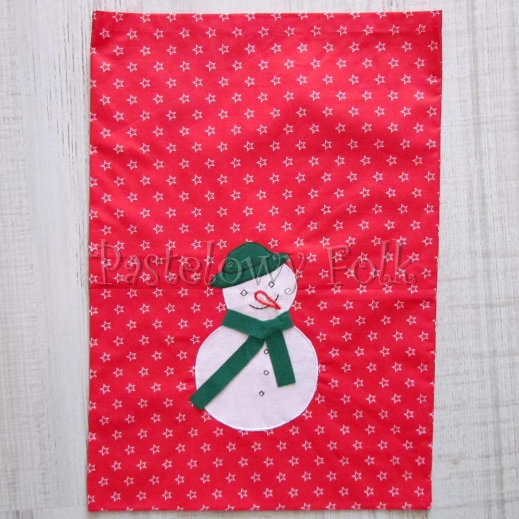 swieta-worek-pod-choinke-17_-eko-torba-na-prezenty-swiateczny-ekologiczny-bawelniany-eco-czerwony-w-gwiazdki-z-balwanki-w-zielonym-kapeluszu-01