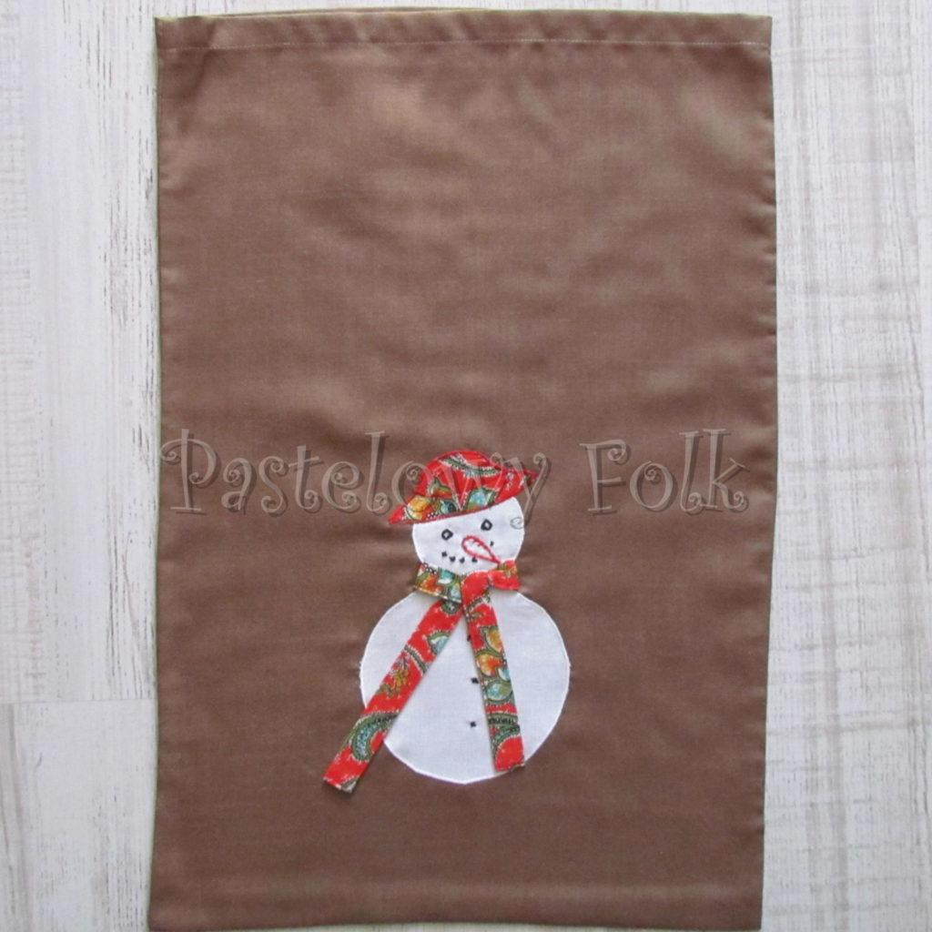 swieta-worek-pod-choinke-19_-eko-torba-na-prezenty-swiateczny-ekologiczny-bawelniany-eco-brazowy-z-balwankiem-w-czerwonym-kapeluszu-01
