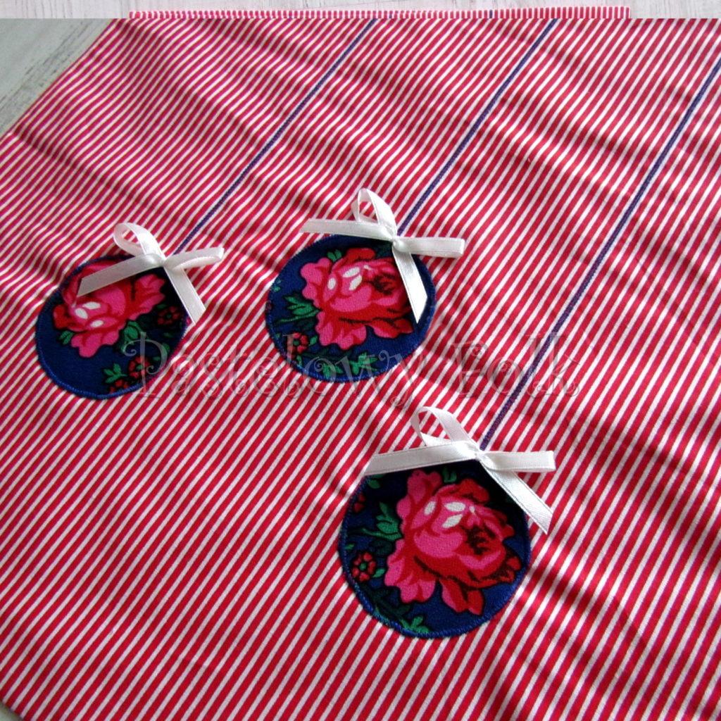 swieta-worek-pod-choinke-33_-eko-torba-na-prezenty-swiateczny-ekologiczny-bawelniany-eco-czerwone-biale-paseczki-z-niebieskimi-bombkami-w-roze-03