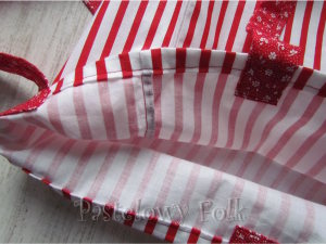 TORBA EKO- 03 - torebka na prezenty świąteczna ekologiczna bawełniana eco na zakupy- białe czerwone paski kwiatuszki kokardki_04