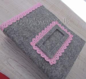 ALBUM NA ZDJĘCIA 02_filc szary, różowa koronka tasiemka, pastelowy_02