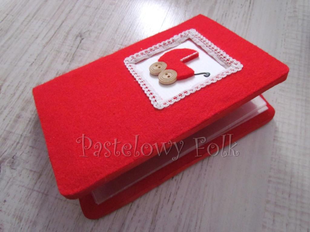 ALBUM NA ZDJĘCIA 04_filc czerwony, koronka biała, wózek, drewniane guziki,dla dzieci, chrzest, narodziny dziecka_02