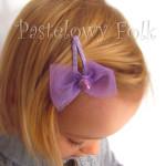 DZIECKO-spinka 05_ fioletowa ażurowa kokardka siateczka pastelowa perełka liliowa 01