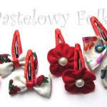 DZIECKO-spinka 07_ czerwony kwiatek filcowy biała perełka 04