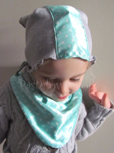 dziecko-chusteczka dla dziewczynki 08-chustka pastelowa szara dzianinowa  miętowa w kropki białe dla dziecka-01