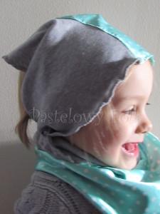 dziecko-chusteczka dla dziewczynki 08-chustka pastelowa szara dzianinowa  miętowa w kropki białe dla dziecka-02