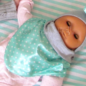 dziecko-chusteczka dla dziewczynki 09-chustka pastelowa szara dzianinowa  dwustronna, miętowa w kropki białe dla dziecka-04