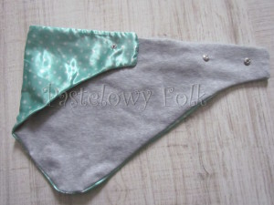 dziecko-chusteczka dla dziewczynki 09-chustka pastelowa szara dzianinowa  dwustronna, miętowa w kropki białe dla dziecka-06