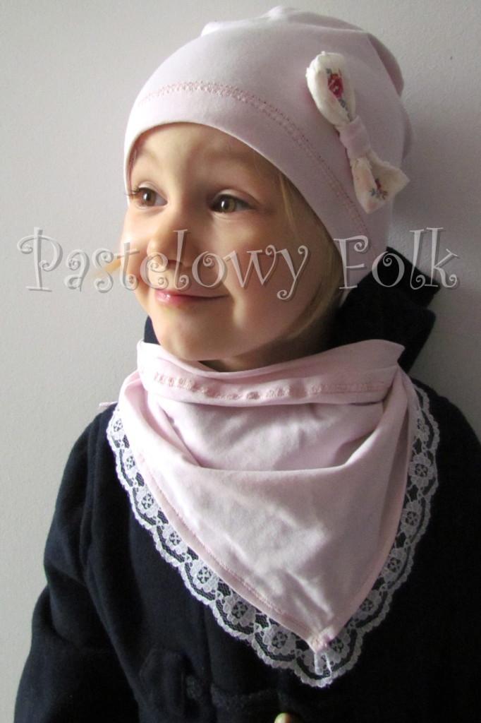 dziecko-chusteczka dla dziewczynki 11-chustka pastelowa jasnoróżowa dzianinowa  z koronką 04