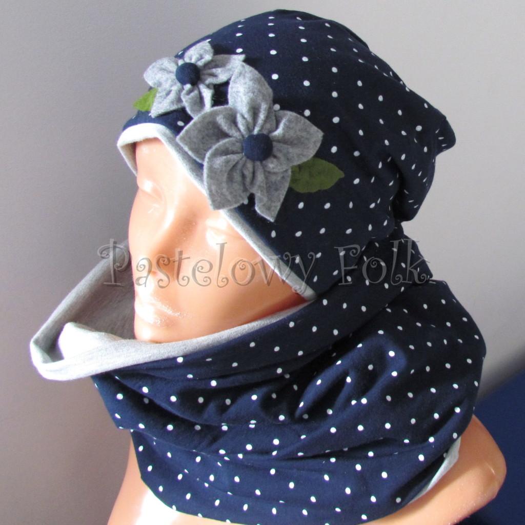 dziecko-czapka 17g- granatowa w kropki groszki z 2 kwiatami i perełkami, listki filcowe, szary dzianinowa  komin _01
