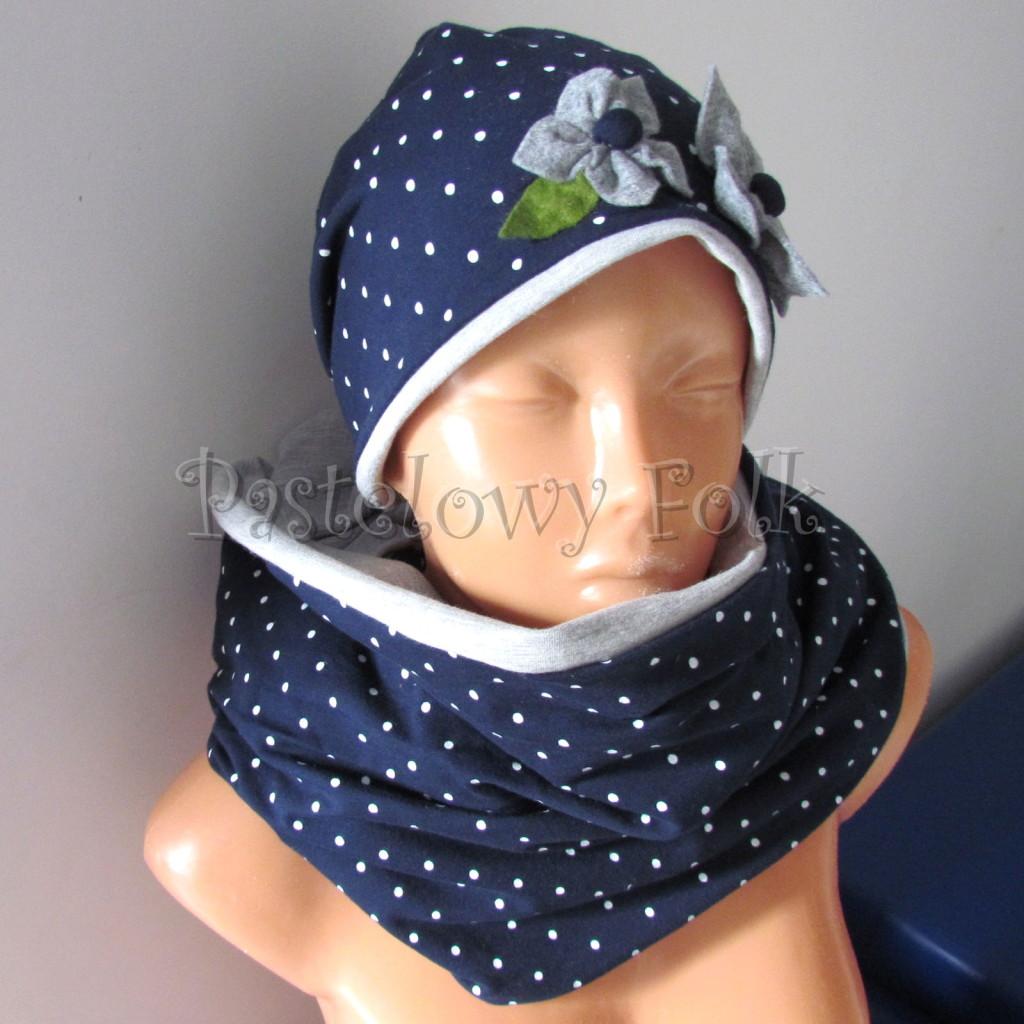 dziecko-czapka 17g- granatowa w kropki groszki z 2 kwiatami i perełkami, listki filcowe, szary dzianinowa komin _05
