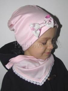 dziecko-czapka 19-beanie różówa kokardka w kwiaty, dzianinowa jasnoróżowa -04