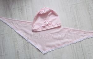 dziecko-czapka 20-retro różówa kwiatek jasnoróżowy z białym guzikiem, dzianinowa 01