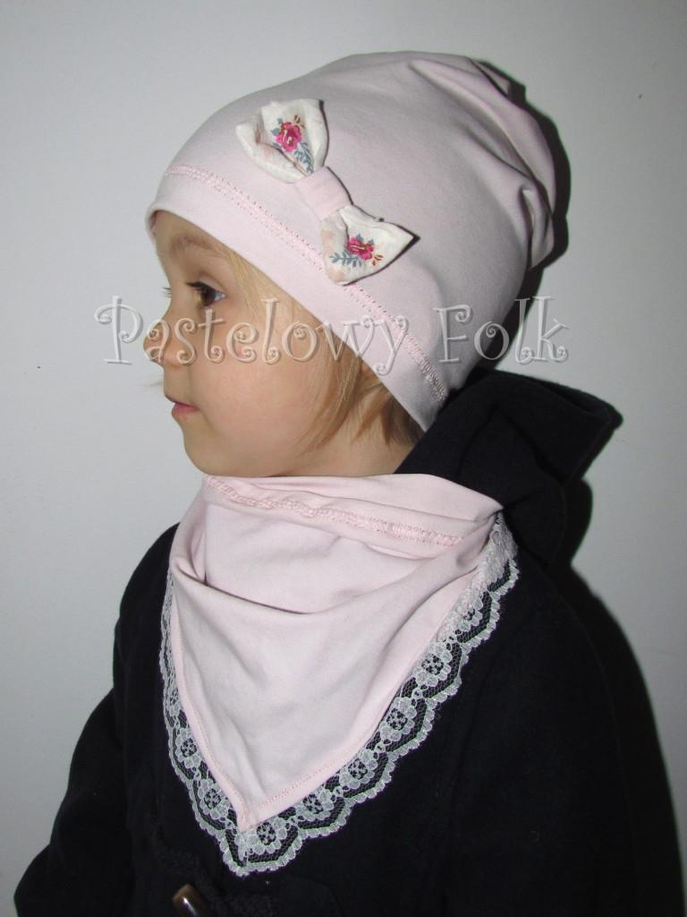 dziecko-czapka 21- jasnoróżówa kokardka ecru w kwiatki róże różowe, dzianinowa 04