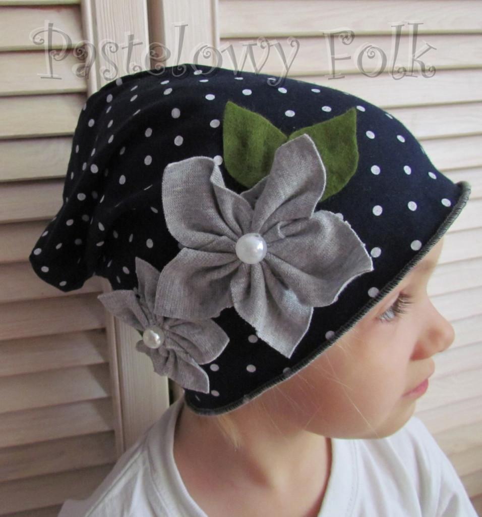 dziecko-czapka 59-dzianinowa dziecieca granatowa w kropki groszki retro szary kwiat-01