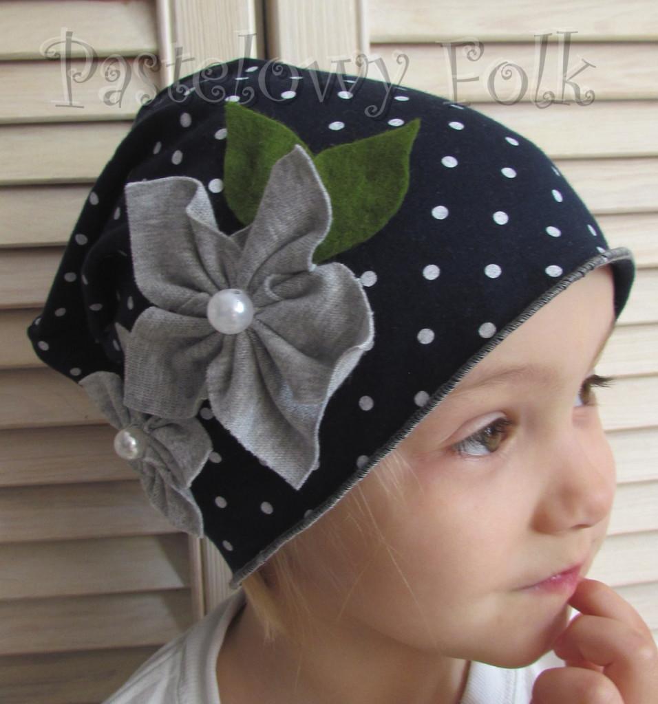 dziecko-czapka 59-dzianinowa dziecieca granatowa w kropki groszki retro szary kwiat-02