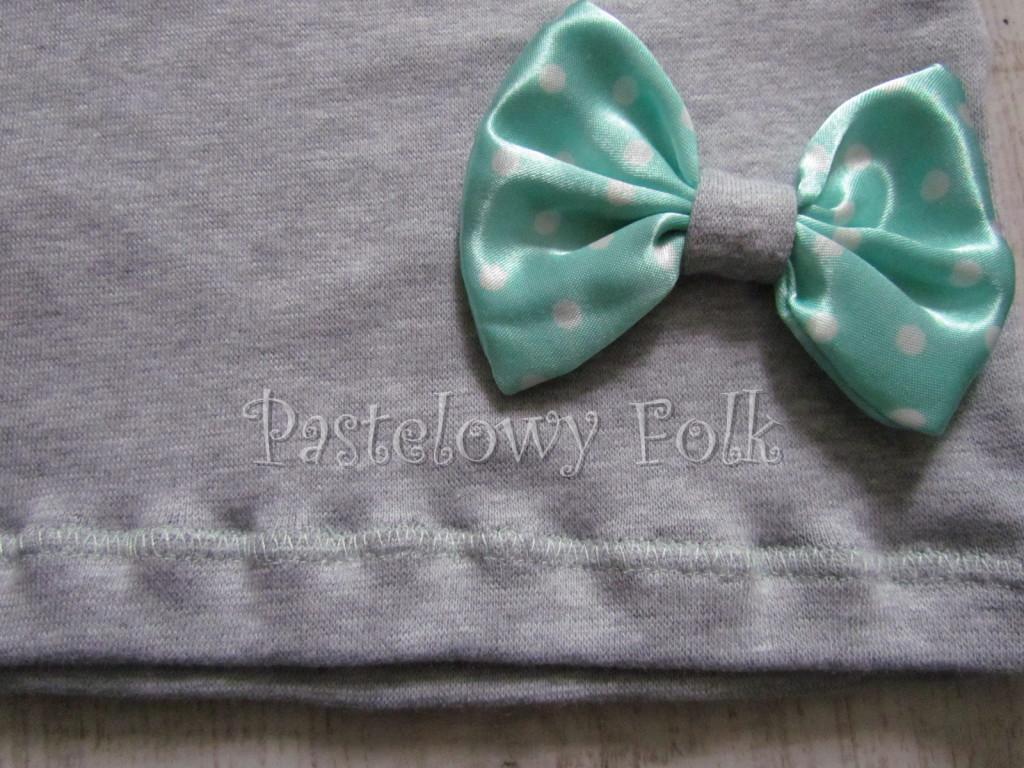 dziecko-czapka dla dziewczynki 12-retro pastelowa szara dzianinowa wiosenna jesienna  czapeczka,  kokardka miętowa w kropki białe-03