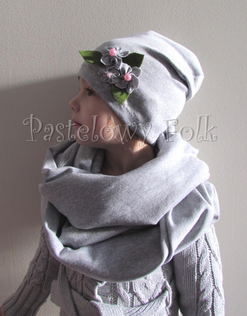 dziecko-czapka dla dziewczynki 14-retro pastelowa szara dzianinowa wiosenna jesienna  czapeczka,  kwiatki kwiat różowy-02
