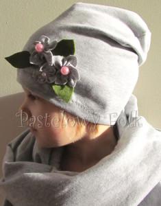 dziecko-czapka dla dziewczynki 14-retro pastelowa szara dzianinowa wiosenna jesienna  czapeczka,  kwiatki kwiat różowy-03