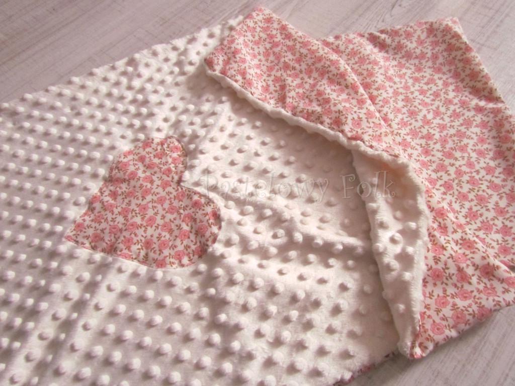 dziecko-kocyk 03- polar minky kremowy bawełna ecru w różyczki różowe czerwone brązowe, do wózka 50x75cm poszewki jasiek  -03
