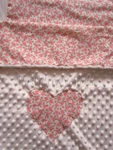 dziecko-kocyk 03- polar minky kremowy bawełna ecru w różyczki różowe czerwone brązowe, do wózka 50x75cm poszewki jasiek  -04