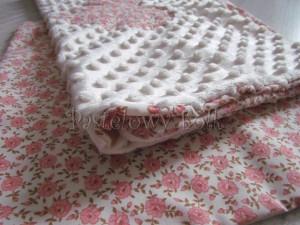 dziecko-kocyk 03- polar minky kremowy bawełna ecru w różyczki różowe czerwone brązowe, do wózka 50x75cm poszewki jasiek  -06