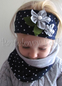 dziecko-opaska dla dziewczynki 17- granatowa retro w białe kropki kropeczki groszki kwiat kwiatki szare, perełki listki-01