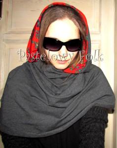 kobieta-komin 01- duży kaptur folk, narzutka, dzianinowy szal, motyw góralski ludowy czerwony szary grafitowy 02