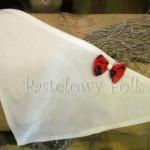 Biała ecru chustka z czerwoną kokardką