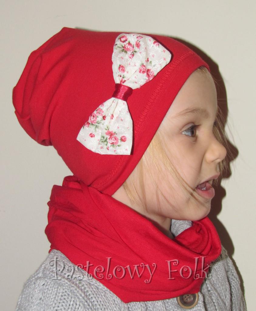 dziecko-czapka 27-beanie dzianinowa dla dziewczynki, czerwona z kokardką w róże -01