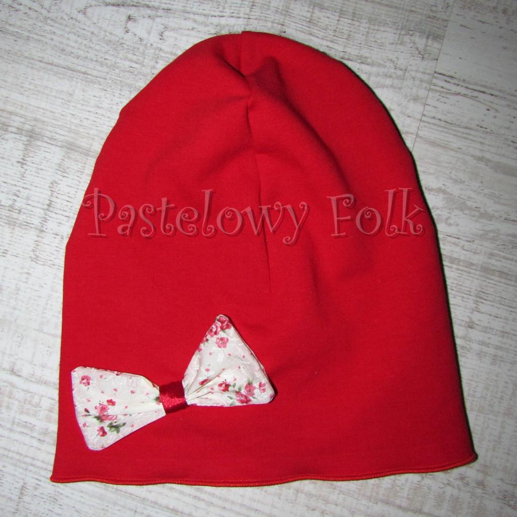 dziecko-czapka 63-dzianinowa dziecieca czerwona kokarda różyczki-01