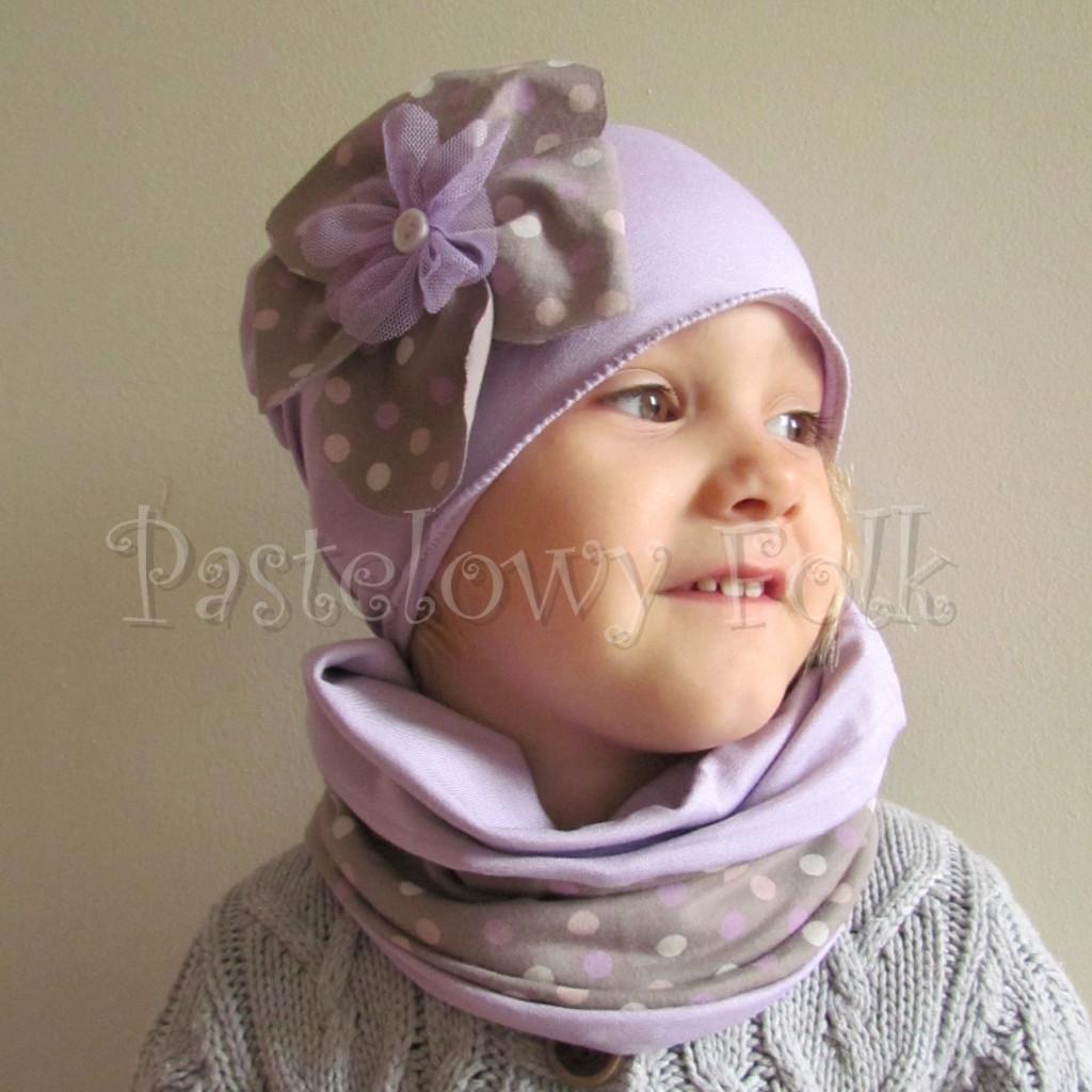 dziecko-czapka 28-beanie dzianinowa dla dziewczynki, fioletowa z retro kwiatem w groszki -05