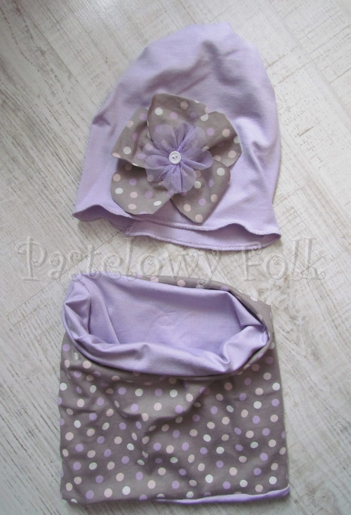 dziecko-czapka 28-beanie dzianinowa dla dziewczynki, fioletowa z retro kwiatem w groszki -06