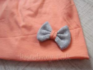 dziecko-czapka 31-beanie dzianinowa dla dziewczynki, łosowiowa pomarańczowa z szara kokardka -02