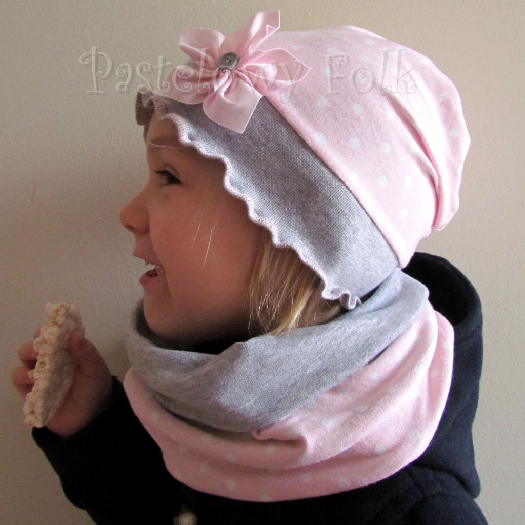 dziecko-czapka 38-dzianinowa dla dziewczynki,  różowa w białe kropki szara falbanka retro kwiatek-04