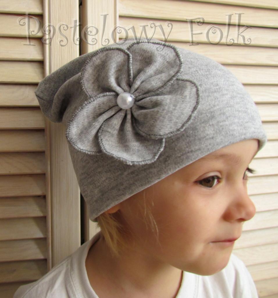dziecko-czapka 60-dzianinowa dziecieca szara beanie retro szary kwiat-01